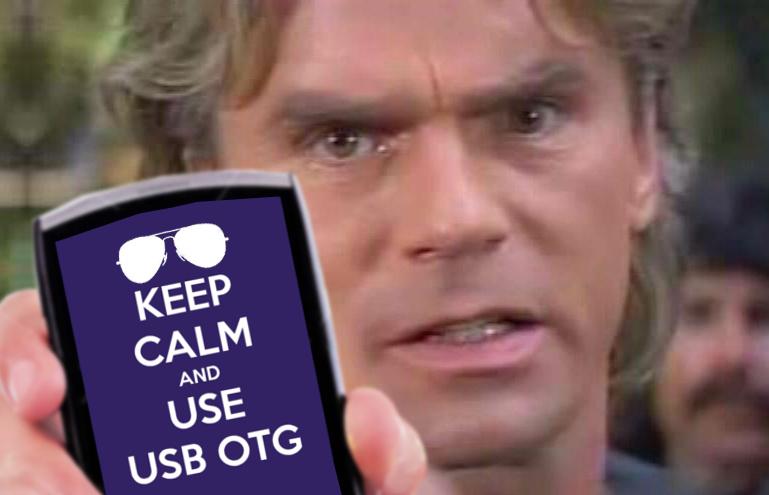 MacGyver con un keep calm de USB OTG en la pantalla de un smartphone